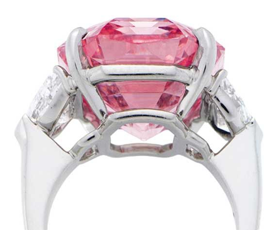 Do dražby míří růžový diamant Pink Legacy 3616172d412